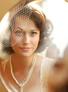 6 Gorgeous Bridal Headpieces | Planning a vintage-inspired wedding? Consider this handmade feather birdcage bridal veil.