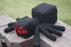 Looking for a creative DIY Minecraft Spider Crochet Amigurumi? Cute Crochet, Crochet For Kids, Crochet Crafts, Crochet Dolls, Yarn Crafts, Crochet Projects, Minecraft Crochet Patterns, Minecraft Pattern, Minecraft Toys