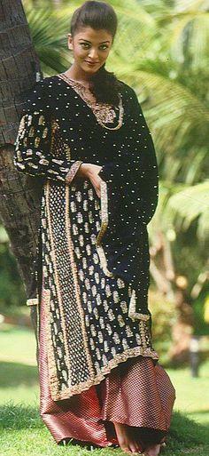 Vintage Aishwarya Rai in Ritu Kumar
