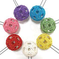 ハンドメイドマーケット+minne(ミンネ)|+水引の髪飾り(Mサイズ)+【受注制作】 Jewelry Knots, Crafty Craft, Handicraft, Macrame, Crochet Earrings, Idea Box, Jewelry Making, Kimono, Crafts