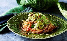 Spaghetti med tomatsauce og ristede græskarkerner