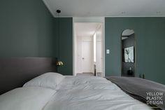 스웨그 넘치는 가족의_남양주 별내 효성 헤링턴코트 35평형 아파트 인테리어 [옐로플라스틱/yellowplastic/옐로우플라스틱] : 네이버 블로그 Wall Colors, Colours, Master Room, Interior Design, Mirror, Bedroom, Wallpaper, Inspiration, Furniture