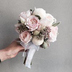 . Lesson Order Katalk ID vaness52 E-mail vanessflower@naver.com . #vanessflower #vaness #flower #florist #flowershop #handtied #flowergram #flowerlesson #flowerclass #바네스 #플라워 #바네스플라워 #플라워카페 #플로리스트 #꽃다발 #부케 #원데이클래스 #플로리스트학원 #화훼장식기능사 #플라워레슨 #플라워아카데미 #꽃수업 #꽃주문 #부케 #花 #花艺师 #花卉研究者 #花店 #花艺 . . #부케 . . 귀여운 동글이 케이라 믹싱 부케