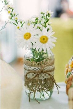 20 wedding decor ideas with preserving jars Wedding decoration with mason jars table decoration ideas Deco Champetre, Mason Jar Centerpieces, Vintage Centerpieces, Simple Centerpieces, Daisy Wedding Centerpieces, Daisy Decorations, Burlap Centerpieces, Quinceanera Centerpieces, Mason Jar Vases