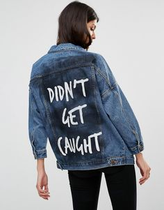 Bild 1 von Liquor & Poker – Oversize-Jeansjacke mit Slogan auf der Rückseite