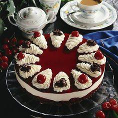 Köstliche Desserts, Wedding Desserts, Chocolate Desserts, Delicious Desserts, Yummy Food, Cream Cheese Filling, Chocolate Cherry, Sweet Cakes, Coffee Recipes