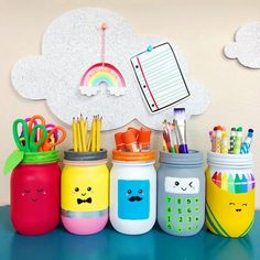 This mason jars craft for schools supplies is perfect for teacher gifts, classroom decor, teacher appreciation gifts and back-to-school gifts. Mason Jar Crafts, Mason Jar Diy, Paint For Mason Jars, Apple Mason Jar, Painted Mason Jars, School Supply Storage, Teacher Storage, Craft Organization, Classe D'art