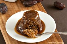 Sticky Date Pudding with Butterscotch Sauce-- fav dinner desserts! Biscuit Pudding, Pudding Cake, Date Recipes, Sweet Recipes, Fun Desserts, Delicious Desserts, Butterscotch Sauce, Sticky Toffee Pudding, Ramadan Recipes