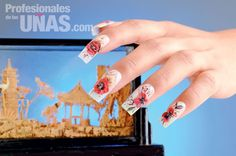 Nombre de diseño en uñas (nails): Far Away Land Técnica: Karina García Garrido Técnica: Diseño en 3D con Mano Alzada Retoque: 2 semanas y media Nivel de trabajo: Intermedio Evento: Graduaciones y Fiestas de Gala Revista: Profesionales de las Uñas.