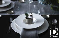 Votre table toute en sobriété et charme. Ajoutez une touche de nature à vos décorations de fêtes. Assiette creuse STOCKHOLM #IKEABE #idéeIKEA #àtable