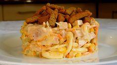 Салат с грибами, ветчиной и корейской морковью получается очень вкусным, ароматным и сытным. Отлично подходит не только для встречи гостей: его можно также приготовить на обед или ужин.