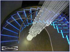 Żyrandol światłowodowy Korona oświetla pomieszczenie