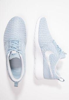 Nike roshe flyknit in armory blue white