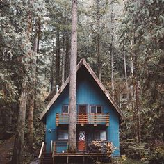 60 small mountain cabin plans with loft awesome cozy a frame cabin in the redwoods mountain house de A Frame Cabin, A Frame House, Cabins In The Woods, House In The Woods, Cabin Plans With Loft, Little Cabin, Forest House, Woodland House, Forest Cabin