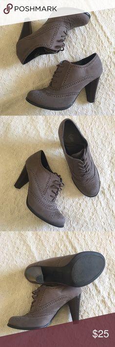 "Gray lace up oxford pumps Gray Fioni lace up oxford pumps. 3"" heel. EUC. fioni Shoes"