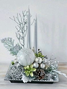 Elegant Christmas Centerpieces - Christmas Centerpieces with Candles - Christmas Decorations, Christmas Centerpieces, DIY Christmas Decor, Christmas Tree Decor Christmas Flower Arrangements, Holiday Centerpieces, Christmas Flowers, Christmas Table Decorations, Silver Christmas, Christmas Home, Christmas Wreaths, Christmas Crafts, Christmas Smells