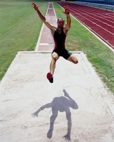 How to Improve Your Jumping Height in a Long Jump How to Be a Better Long Jumper Jump Workout, Track Workout, Sports Track, Sports Day, Triple Jump, Long Jumpers, Human Poses Reference, High Jump, Athletic Training