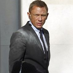 "#DanielCraig #skyfall #behindthescenes #onset #jamesbond #007 #craigBond"" • Jan 14, 2021 at 11:50am UT"