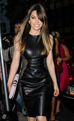 Myös Jessica Biel luottaa samankaltaiseen mekkomamalliin.