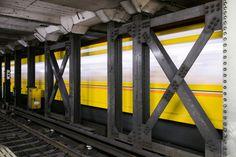 上野広小路駅日比谷線、都営大江戸線、JRに接続し、松坂屋に直結している浅草方面側ホーム先端から見たトンネル内の鉄骨。耐震補強が施されている