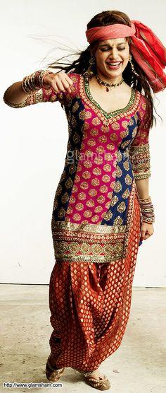 Kangana Ranaut Style Tanu Weds Manu suit Fabric : Chiffon, Brocade, georgette, crystal and Swarovski work Size Available : 36, 38, 40, 42,44