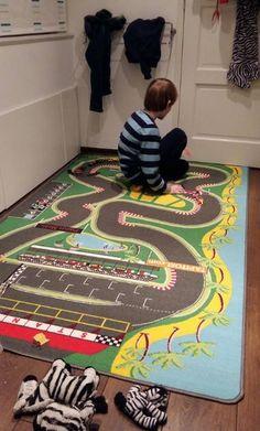 Groot speeltapijt racebaan voor uren speelplezier Verkrijgbaar bij Onlinemattenshop met gratis levering in België en Nederland.