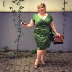 Today German Curves features a look inspired by a star. I didn't come up with this challenge but I instantly knew who my inspiration was going to be. The one and only highly iconic Dita von T… Dita Von Teese, Ava Green, Plus Size Kleidung, Green Satin, Pin Up Style, Star Fashion, Fascinator, Plus Size Outfits, Plus Size Fashion