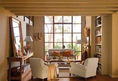 Salón hacia un gran ventanal