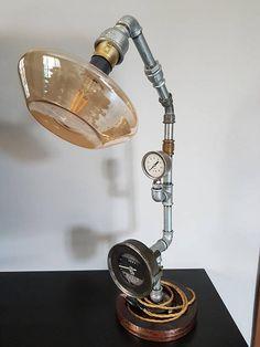 Guarda questo articolo nel mio negozio Etsy https://www.etsy.com/it/listing/554395623/lampada-da-tavolo-steampunk-ferro-ed
