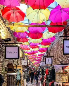This colorful umbrella alley in Camden Market, London is great. This is one of the best London markets. #camden #market #london #umbrellas Best Markets In London, Best Places In London, London Market, London Blog, London Guide, Camden London, Colorful Umbrellas, Pastel House, London Pictures