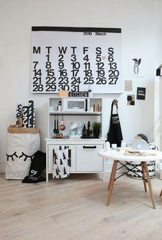 Doorkijk hal naar woonkamer, gietvloer, kastje Ikea | Furniture ...