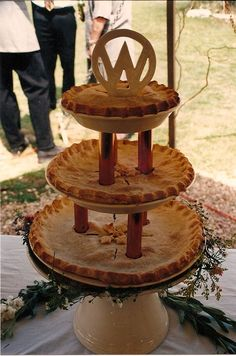 New Wedding Cakes Rustic Country Tree Stumps Dessert Tables Ideas Coral Wedding Flowers, Rustic Wedding Flowers, Wedding Cake Rustic, Cool Wedding Cakes, Pie Bar Wedding, Wedding Stuff, Country Wedding Colors, Vintage Color Schemes, Rustic Color Palettes