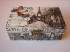 caja de madera decorada con decoupage y scrapbooking  caja,servilleta,adornos… Cigar Box Art, Cigar Box Crafts, Decoupage Wood, Decoupage Vintage, Decoupage Suitcase, Scrapbook Box, Altered Cigar Boxes, Diy And Crafts, Paper Crafts