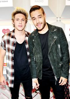 Recording artists niall horan (l) and liam payne of the music group one direction Tips Fitness, Five Guys, Best Song Ever, British Boys, James Horan, Liam James, I Love One Direction, Art Direction, 1d And 5sos
