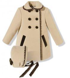 Bonito abrigo de paño con capota para niña en color cámel y marrón chocolate