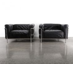 Set of 2 LC3 Grand Comfort arm chairs from the eighties by Le Corbusier & Charlotte Perriand for Cassina
