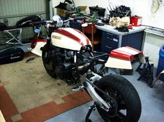 Suzuki Bikes, Suzuki Gsx, Custom Motorcycles, Custom Bikes, Motorcycle Bike, Old School, Bike Ideas, Cool Stuff, Japanese