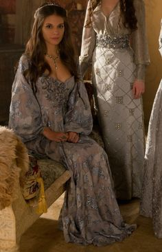 Reign (Caitlin Stasey as Lady Kenna) Reign Dresses, Royal Dresses, Old Dresses, Corset Dresses, Kenna Reign, Lady Kenna, Reign Fashion, Queen Fashion, Gothic Fashion