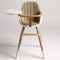 OVO high chair is developed by Valencia based design Studio Culdesac for Micuna, a Spanish children furniture brand. Culdesac has done a great job in designing modern high chair that would blend perfectly to any today's contemporary living space decors. Modern High Chair, Modern Chairs, High Chairs, Desk Chairs, Vanity Chairs, Black Chairs, Dining Chairs, Chaise Haute Design, Chair Design