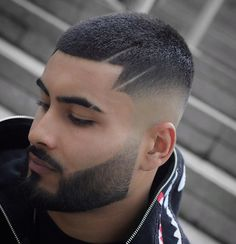 There are a wide variety of long and short haircut available for the modern man. Short Fade Haircut, Short Hair Undercut, Short Hair Cuts, Side Hairstyles, Undercut Hairstyles, Latest Hairstyles, Haircuts, Cabelo Zayn Malik, Bart Styles