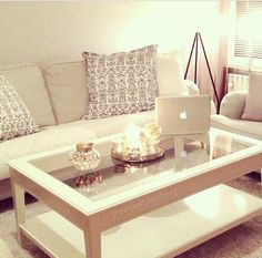 a very clutter-free living room table. excellent. i need mine to look this neat too.