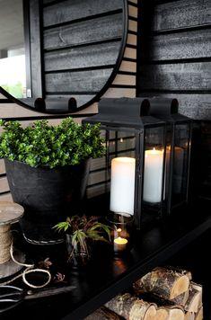 I'm a sucker for this glorious outdoor lighting stairs - Modern Garden Design Ideas On A Budget, Patio Decorating Ideas On A Budget, Porch Decorating, Outdoor Seating Areas, Outdoor Rooms, Outdoor Gardens, Winter Balkon, Modern Rustic Decor, Black Garden