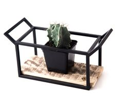 Wire plant holder // plant pot stand // candle por ArticleNest