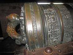 Culasse du canon du XVII siècle du grand bastion du château du Haut-Koenigsbourg. Elle porte l'inscription de l'année 1669.