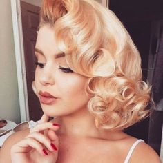 Pin Curls Short Hair Vintage hairstyles are making a big comeback this year. Learn how to style your own pin curls short hair and see some of the best pin curl styles for short hair Pin Curls Short Hair, Prom Hairstyles For Short Hair, How To Curl Short Hair, My Hairstyle, Retro Hairstyles, Wedding Hairstyles, Teenage Hairstyles, Rockabilly Hairstyle, Hairstyle Ideas