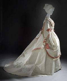 Woman's four-piece ball gown, Europe, circa 1868, silk taffeta with silk satin and linen lace trim. http://antiquesandthearts.com/Antiques/TradeTalk/2009-01-27__10-56-30.html