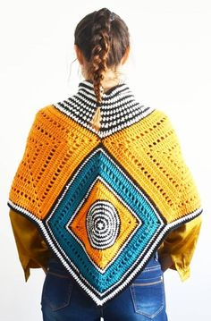 Easy Free Crochet Poncho Patterns Ideas for Women Crochet Projects 2019 - Page 30 of 34 - hairstylesofwomens. Crochet Poncho Patterns, Crochet Scarves, Crochet Clothes, Crochet Shrugs, Knitting Patterns, Crochet Baby Cocoon, Free Crochet, Crochet Tops, Knit Crochet