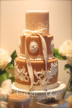 cammeo & lace wedding cake