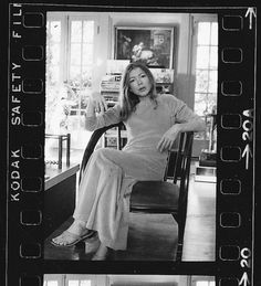 7063_M_JW_Joan-in-Chair-1720-C-5-20