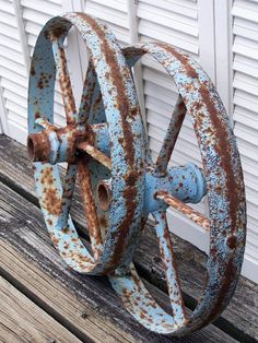 weathering old wheels with blue patina Rust Never Sleeps, Old Wagons, Rust In Peace, Country Blue, Country Living, Peeling Paint, Rusty Metal, Funky Junk, Rustic Charm